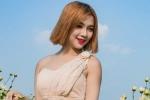 Vẻ đẹp hút hồn của nữ sinh Đại học Quốc gia HN bên cúc họa mi