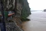 Chiều nay, thông toàn tuyến đường sắt Bắc - Nam bị sạt lở do mưa lũ