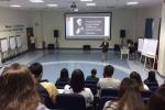 Giáo sư mặc quần đùi giảng bài khiến dân mạng xôn xao: Tôi cần học người thầy như thế