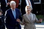 Vợ chồng Clinton tay trong tay đi bỏ phiếu ở New York