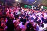 Phố đi bộ Nguyễn Huệ nêm cứng người trong đêm Trung thu
