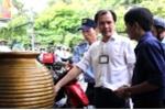 Dẹp 'cướp' vỉa hè ở TP.HCM: Chủ tịch phường Bến Thành gõ cửa nhắc nhở từng hộ dân lấn chiếm