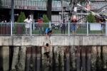 Chồng đánh vợ rồi nhảy xuống kênh Nhiêu Lộc trốn công an