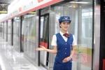Nữ nhân viên đường sắt Trung Quốc xinh như người mẫu