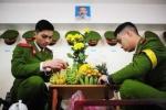 Sinh viên Cảnh sát gói bánh chưng, bày mâm ngũ quả đón Tết