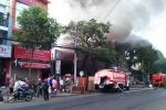 Cháy nhà khi đang ngủ, dân tháo chạy tán loạn