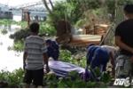 Đang chèo thuyền, tá hỏa phát hiện xác chết trôi trên sông