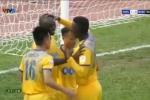 Hùng 'xà ngang' phản lưới nhà khó tin, SLNA thua FLC Thanh Hóa