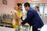Thần đồng Đỗ Nhật Nam xúc động thốt lên trước hàng trăm bệnh nhân nhí