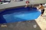 Video: Cha dượng dìm con riêng 3 tuổi chết đuối trong hồ bơi