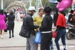 Phe vé 'náo loạn' tại Lễ hội hoa hồng Bulgaria, hét giá 250.000 đồng/vé