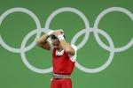 Lực sĩ Thạch Kim Tuấn đã có kỳ Olympic không thành công. Ảnh: REUTERS