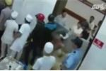 Video: Côn đồ đánh bác sỹ, đập phá phòng cấp cứu ở Lâm Đồng