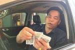 Không được miễn phí qua trạm BOT Cầu Rác, tài xế dùng tiền lẻ thấm nước mua vé