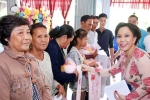Việt Hương mang Tết đến sớm cho bà con nghèo