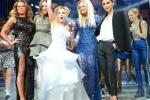 Spice Girls tái hợp, Victoria làm mặt lạnh lùng