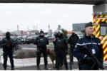 Kẻ khủng bố sân bay Pháp hành động khi say rượu, phê ma túy