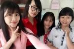 Cô giáo thực tập xinh đẹp khiến nhiều học sinh 'mê tít'