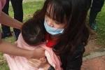 Mẹ ham 'săn' Pokemon để con trai rơi xuống hồ Xuân Hương