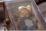 Bí ẩn xác ướp bé gái sau 100 năm vẫn đóng mở mắt mỗi ngày