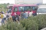 Dân dùng xà beng cạy cửa cứu tài xế xe khách trên cao tốc Pháp Vân - Cầu Giẽ