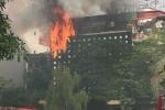 Hà Nội: Quán karaoke cháy ngùn ngụt, lửa lan xuống ôtô đỗ dưới đường