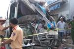 Ô tô mất lái tông thẳng vào nhà dân, hành khách hoảng hồn