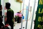 Nổ súng bắn vỡ cửa kính tiệm cầm đồ trong đêm