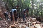 Lạng Sơn: 11 hộ nghèo bán trâu bò góp hơn 300 triệu đồng làm đường