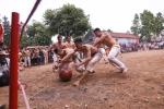 Trai làng Thúy Lĩnh gồng mình tranh cướp quả cầu 25kg
