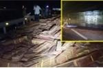 Xe đầu kéo lật trên quốc lộ, CSGT thức suốt đêm bảo vệ hàng chục tấn gỗ