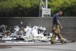 Máy bay lao xuống đường cao tốc, 4 người thiệt mạng