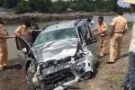 Tránh xe lu, xe khách tông xe hơi khiến 11 người thương vong