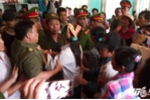Hinh anh Video: Hon loan tai buoi xin loi 'tu tu' Han Duc Long
