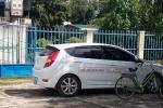 Xe gắn logo 'đòi nợ thuê' đỗ trong trụ sở UBND xã