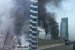 Cột khói đen cao hàng chục mét trong đám cháy ở đường Phạm Hùng, Hà Nội