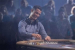 Ronaldo sành điệu chơi poker bên người đẹp