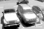 Bị chiếm chỗ đậu xe, cụ bà nện vỡ kính xe của thanh niên