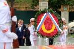 Thủ tướng Nga Medvedev đặt vòng hoa tại Đài liệt sỹ và Lăng Chủ tịch Hồ Chí Minh