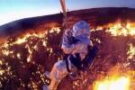 Thót tim xem nhà khoa học thám hiểm 'cổng địa ngục'