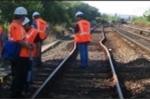 Clip: Nắng nóng làm cong cả đường sắt