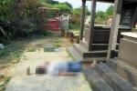 Truy tìm thân nhân người đàn ông chết bên 2 ngôi mộ ở Sài Gòn