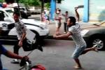 Tranh giành khách, một tài xế bị đâm chết