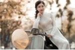 Thiếu nữ Hà thành khoe dáng yêu kiều trên phố Hà Nội mùa thay lá