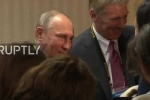 Clip: Món quà bất ngờ một phụ nữ Peru tặng ông Putin giữa họp báo