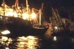 Tàu cá bị chìm, dân chèo thuyền ứng cứu trong đêm