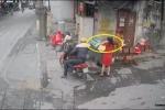 Video: Người phụ nữ bị 2 tên cướp giật dây chuyền giữa ban ngày
