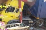 Xe đầu kéo mất lái tông sập nhà thờ họ ven quốc lộ