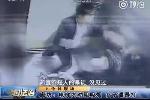 Nhắc nhở người đàn ông hút thuốc, bà mẹ trẻ bị đánh đập thậm tệ trong thang máy