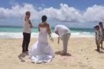 Hành động khó tin của chú rể giữa lúc tuyên thệ trong đám cưới